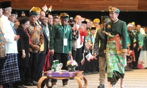 "Buka Muktamar PKB di Bali, Jokowi ""Ingatkan"" Koster"