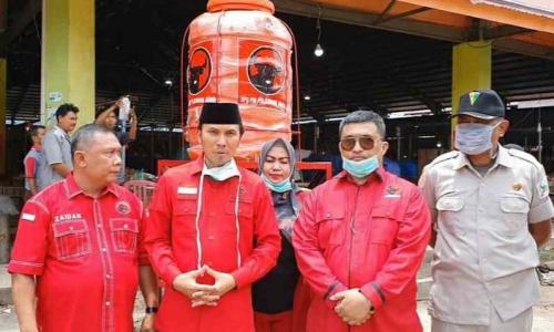 PDI Perjuangan Jambi Bagi Masker & Sediakan Air Cuci Tangan