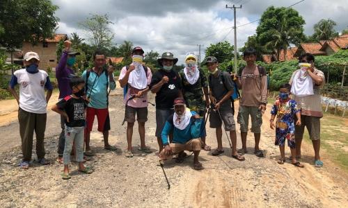 Desta Ardiyanto dan Warga Desa Margo Bhakti Gotong Royong