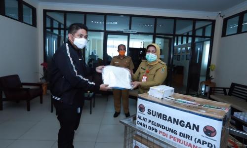 DPD PDI Perjuangan Kalsel Beri Bantuan APD ke RSUD Ulin