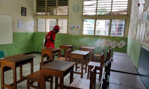 Sekolah di Jaktim Apresiasi Putra Gencarkan Penyemprotan