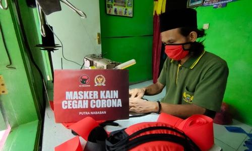 Berdayakan UKM, Putra Gotong Royong Membuat Masker Kain