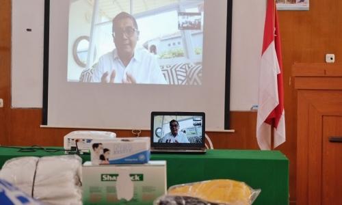 Salurkan APD, Rektor UKI Berterima Kasih Pada Putra Nababan