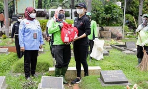 Bagikan Sembako ke PJLP, Yayasan Mahamera Apresiasi Kemensos