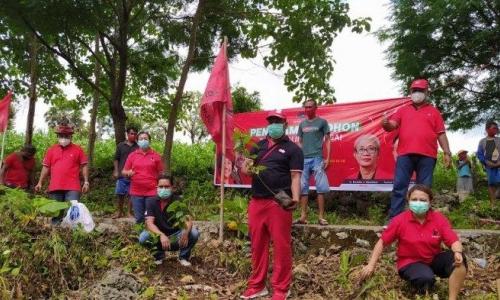 Bersama Masyarakat, Banteng NTT Hijaukan DAS Manikin