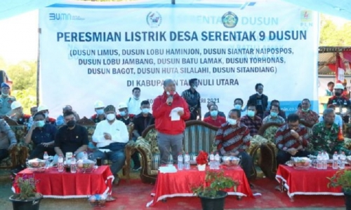 Bupati Nikson Resmikan Listrik Masuk 9 Dusun di Torhonas