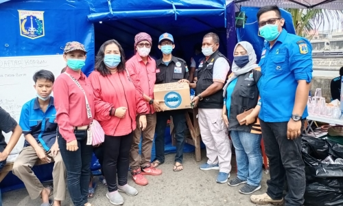 Banteng Pademangan Timur Beri Bantuan ke Korban Kebakaran