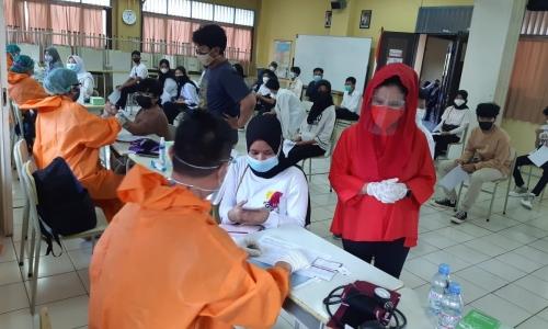 Vaksinasi Gratis Bersama DPC PDI Perjuangan Jakarta Timur