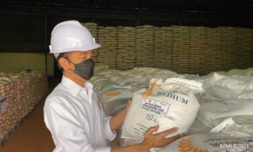 Jokowi Pastikan Bantuan Beras 10 Kg Sudah Jalan Sejak Jumat