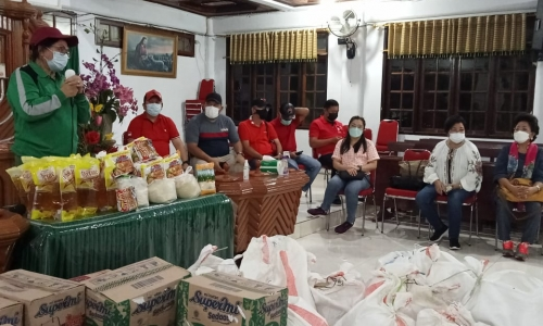 Adriana Berikan Bantuan ke Warga Minahasa Tenggara