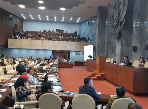 Utut Pimpin Rapat Gabungan DPR-Pemerintah, Bahas Honorer K2