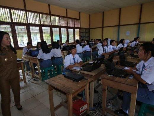 Karolin Pastikan Seluruh SMP di Landak Siap Laksanakan UNBK