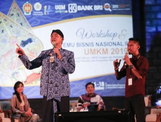 Kenakan Sorjan Korpri, Ganjar Semangati UMKM se-Indonesia