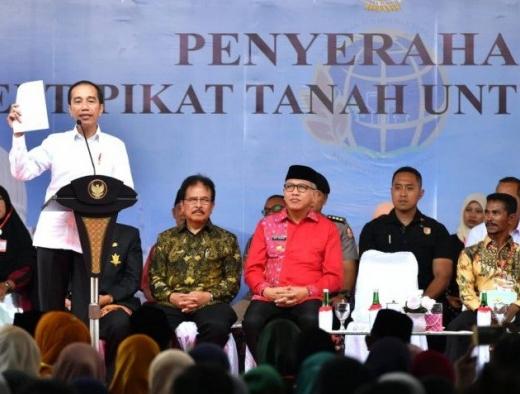 Presiden Serahkan Ribuan Sertifikat di Bireun
