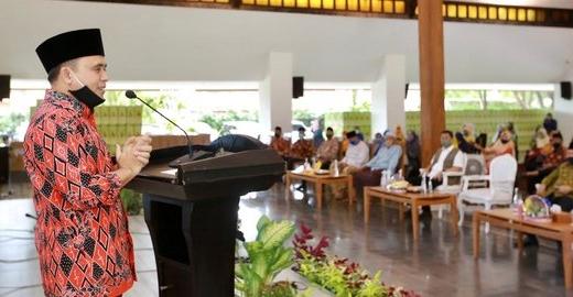 """Anas Terapkan """"Kebiasaan Anyar"""" di Tempat Pelayanan Publik"""
