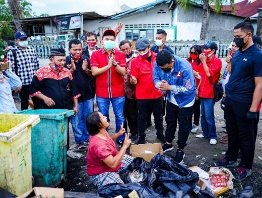 Bobby Nasution Blusukan Menyusuri Lingkungan Pemulung