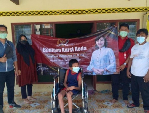 Kathmandu Beri Kursi Roda Bagi Disabilitas di Kab Klaten