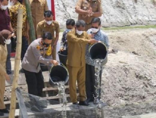 Bupati Darma Minta PT Aquafarm Terus Bantu UMKM Nila