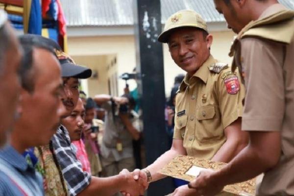 Bupati Lampung Barat Laksanakan Redistribusi Tanah