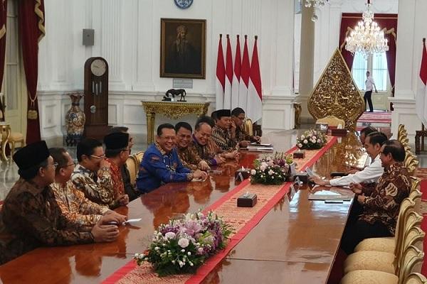 Presiden Jokowi dan Pimpinan MPR Diskusikan Amandemen UUD'45