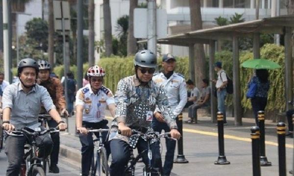 Gembong Tantang Gubernur Anies Bersepeda Setiap Hari