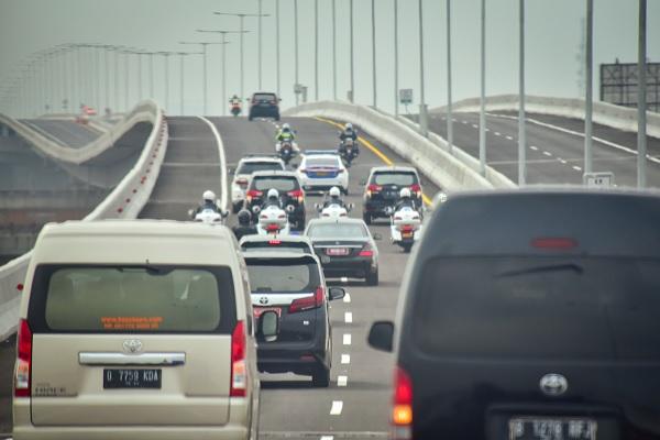 Tol Layang Jakarta-Cikampek Untuk Umum Sebelum 20 Desember