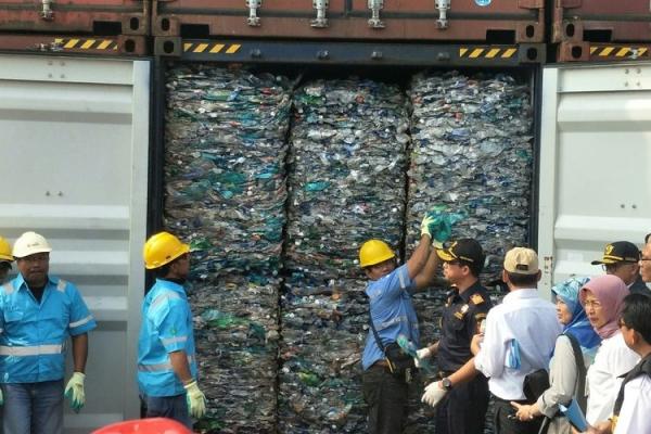 DPR Desak Pemerintah Hentikan Impor Sampah Plastik