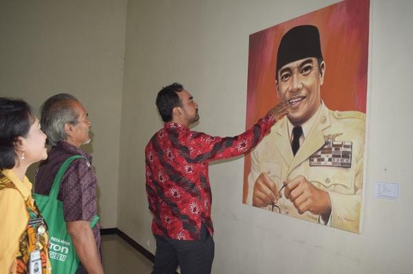 Ismawan Resmikan Pameran Seni dan Budaya Banjarnegara