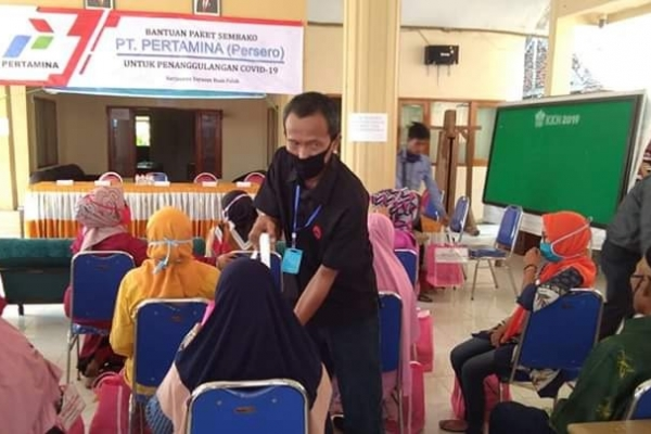 Gus Falah Salurkan Bantuan Pertamina Pada Warga Lamongan