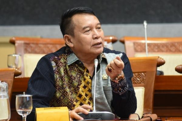 TB Hasanuddin Sesalkan Proyek Pesawat R80 Tak Masuk PSN