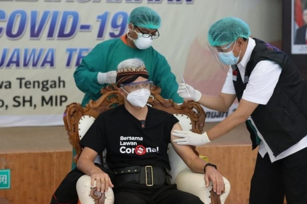 Ganjar Ungkap Setelah Disuntik Vaksin Corona, Bikin Lapar
