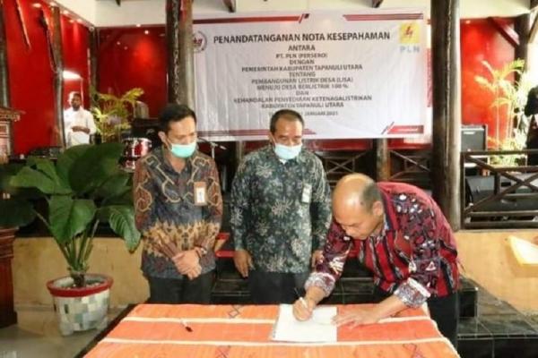 Bupati Nikson & PLN Tandatangan MoU Pembangunan Listrik Desa