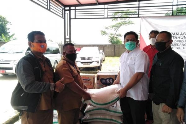 Abdy Yuhana Berikan Bantuan Pada Korban Banjir Pamanukan