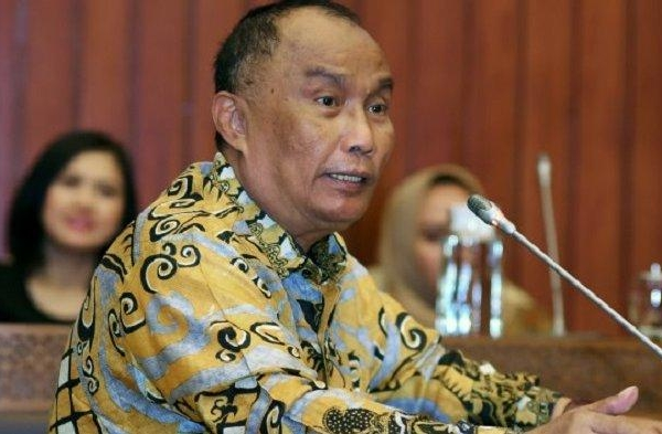 Effendi Minta BNPB Terjunkan Helikopter ke Riau