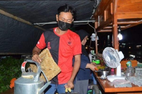Hebat! Ketua Ranting Tambakreja Tekuni Kuliner Angkringan