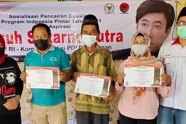 PIP Aspirasi Guruh Soekarnoputra Bagi 155 PM di 2 Desa