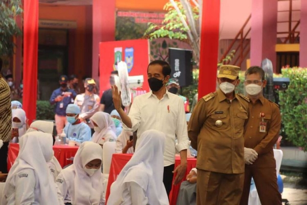 Presiden Tinjau Vaksinasi Massal Bagi Pelajar di Banten