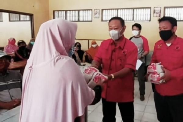 Didukung Paramitha, Banteng Brebes Vaksinasi di Larangan