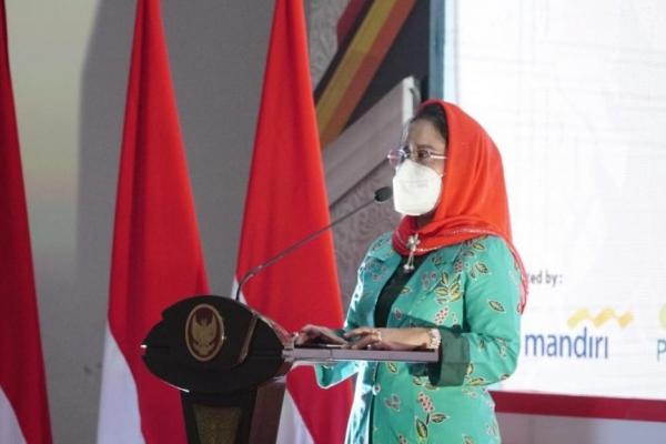 Untari Salurkan Bantuan ke MI Hidayatul Mubtadi'in Tasikmadu