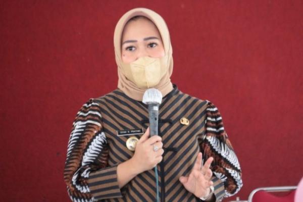 Tiwi Ingatkan Masyarakat Untuk Displin Pakai Masker