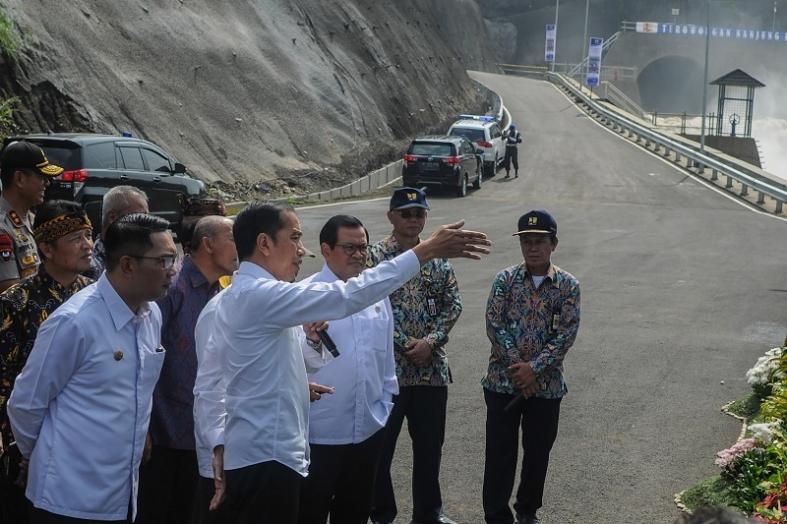 Presiden Jokowi Resmikan Operasional Terowongan Nanjung