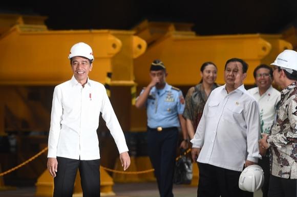 Presiden Jokowi Janji Benahi Ekosistem Industri Pertahanan