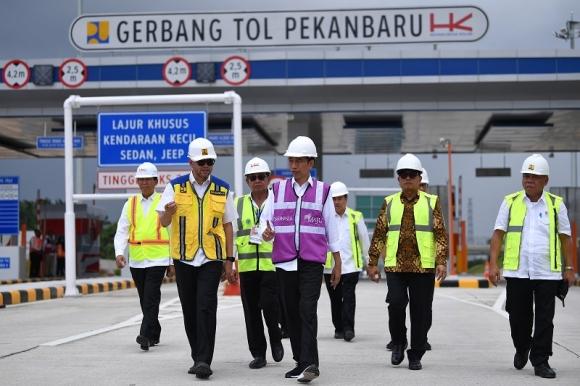 Presiden Minta Pembangunan Jalan Tol Tak Tunggu IRR Tinggi