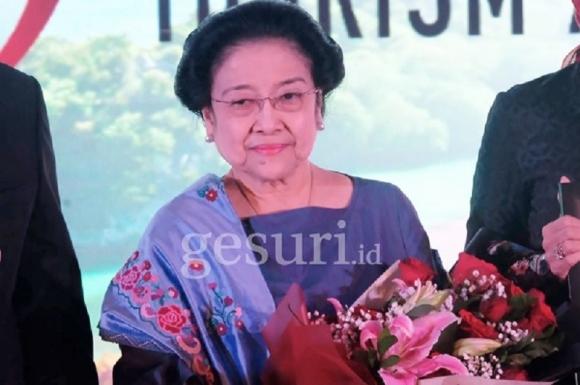 Kepeloporan Megawati Tuntaskan Krisis Multidimensional