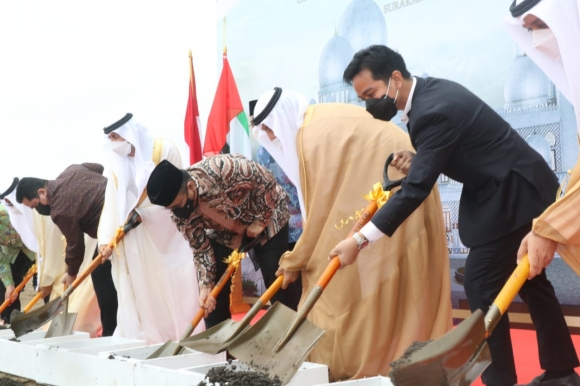 "Gibran ""Ground Breaking"" Pembangunan Masjid Syaikh Zayed"