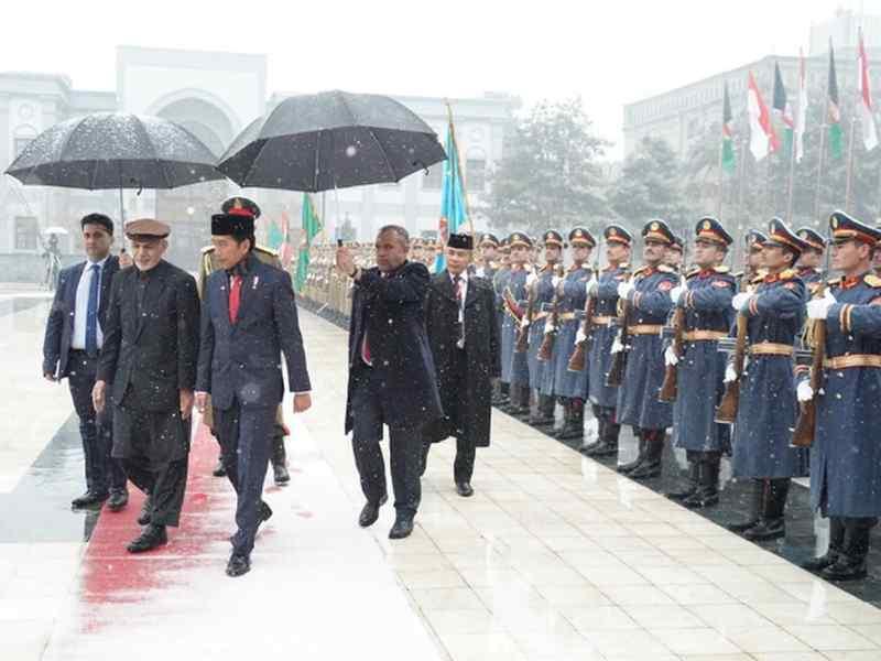 Presiden Didaulat Jadi Imam Shalat Zuhur di Afganistan
