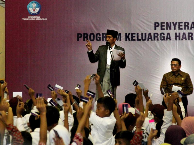 Jokowi Tegaskan KIP dan KIS untuk Pendidikan
