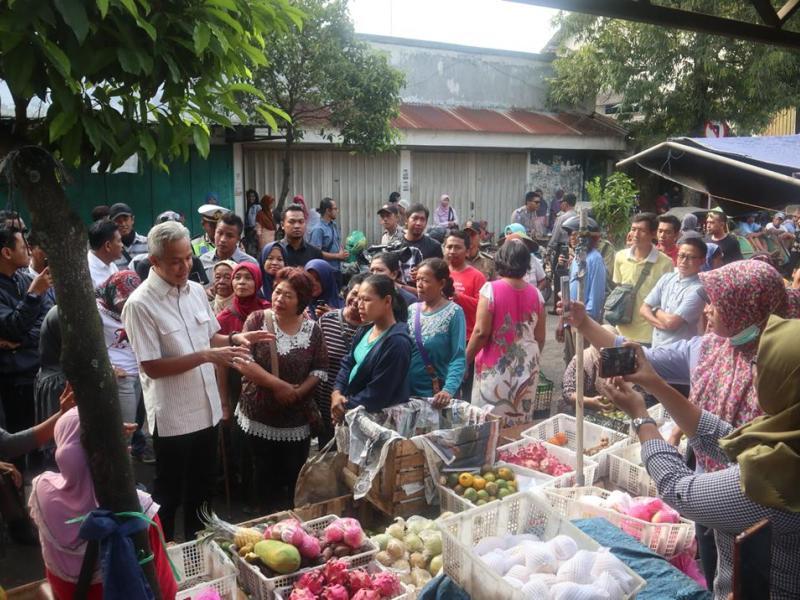 Ini Cara Jitu Ganjar Datangkan Pembeli ke Pasar Tradisional