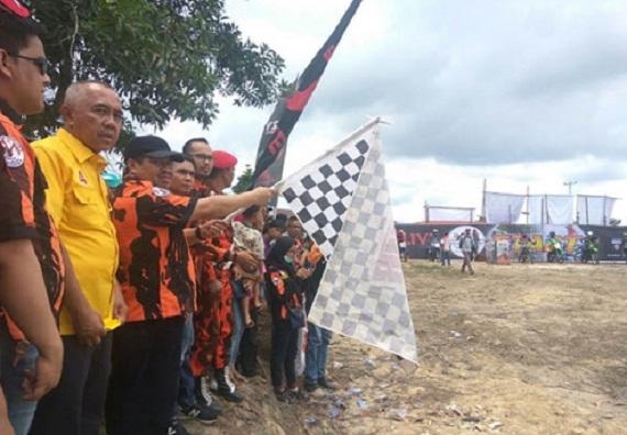 Buka Kompetisi Motor Cross, Bupati Bengkalis Dukung AYO