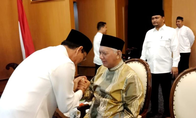 Suasana Fitri, Rusmadi Sowan ke Awang Faroek Ishak